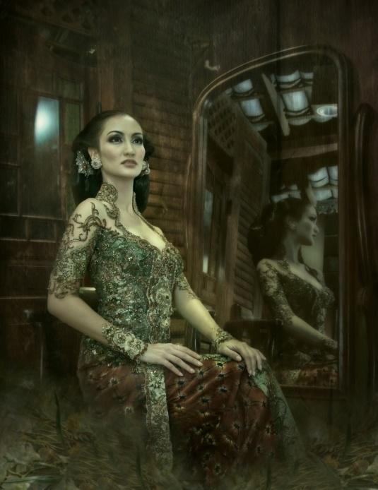 http://anneavantie.com/gallery-kebaya/item/65-atiqa.html