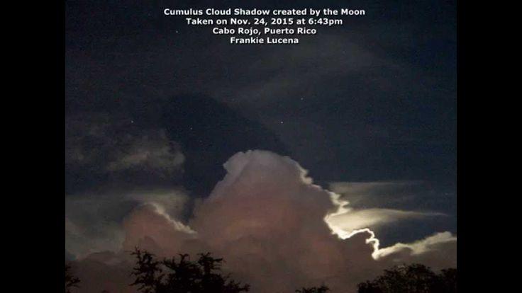 Very Rare: Lunar Cloud Shadow..  Крайне редкое атмосферное явление, тени облаков освещенных Луной, появилось в ночном небе Пуэрто-Рико. 24 ноября, 2015, Фрэнки Лусена стал свидетелем тени удивительного лунного облака над Кабо Рохо, Пуэрто-Рико.( Я видел эти тени облаков днем, но никогда ночью. Луна находится непосредственно позади грозы, в 6:43pm, всего один день До полнолуния)