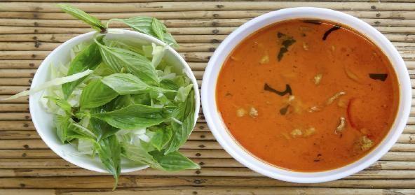 - 2 eetlepels boter of olie - 2 eetlepels bloem (voor roux wordt meestal maïzena gebruikt) - 1 bouillonblokje naar eigen smaak toevoegen: groente bouillon, champignon bouillon, kruidenbouillon, uien bouillon etc. Naar eigen smaak kan er het volgende toegevoegd worden. - 1 ui - Halve tomaat hier krijgt de jus een diepe kleur van - Champignons naar wens - 1 laurierblaadje - 1 eetlepel ketjap manis. Lees meer #vegetarische #jus #maken #jusmaken