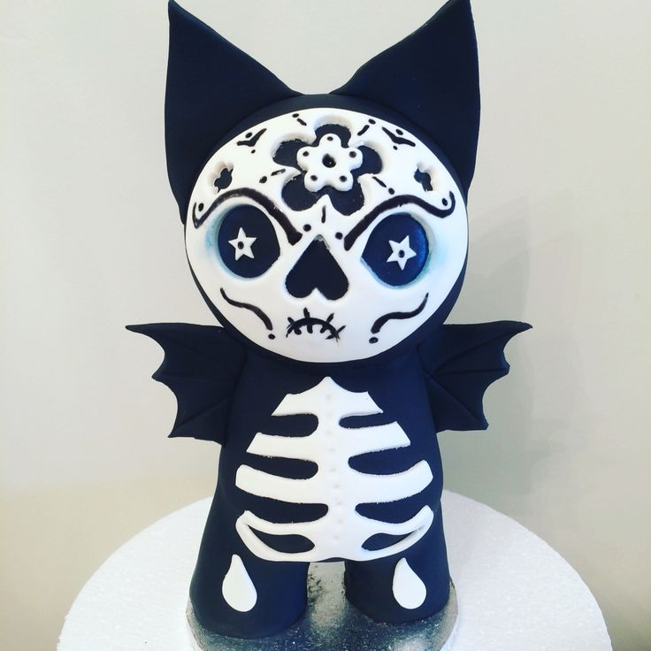 Solid chocolate Catty Bat cake topper