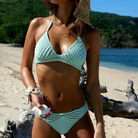 Gehäkelter Bikini mit Triangel-BH-Cups mit guten Halt. Boden mit guter Abdeckun…