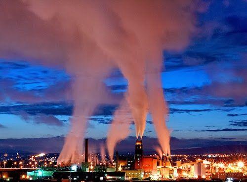 AIRLIFE te dice. Se pueden retirar los contaminantes gaseosos del aire a través de sistemas de limpieza de gas que funcionan disolviendo un gas en un líquido por absorción en un sólido, o transformándolo en un gas menos dañino.