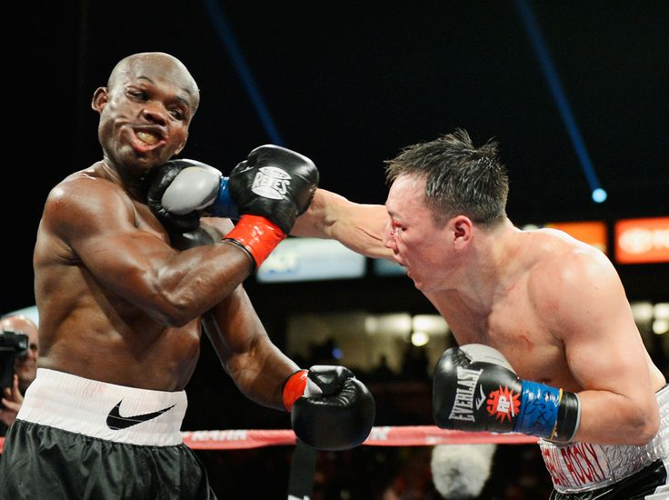 Ruslan Provodnikov, Russia (D) aplică un pumn în faţa campionului grupei semimijlocie, versiunea WBO, Timothy Bradley, în timpul unui meci de box desfăşurat în Carson, California, sâmbătă, 16 martie 2013. (  Kevork Djansezian / Getty Images / Guliver  ) - See more at: http://zoom.mediafax.ro/sport/best-of-sports-martie-2013-10702681#sthash.0LK7vQwB.dpuf