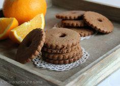Biscotti integrali al cioccolato e arancia, golosi dolcetti perfetti per la colazione dei bambini e...non solo ;) Molto golosi e profumati.