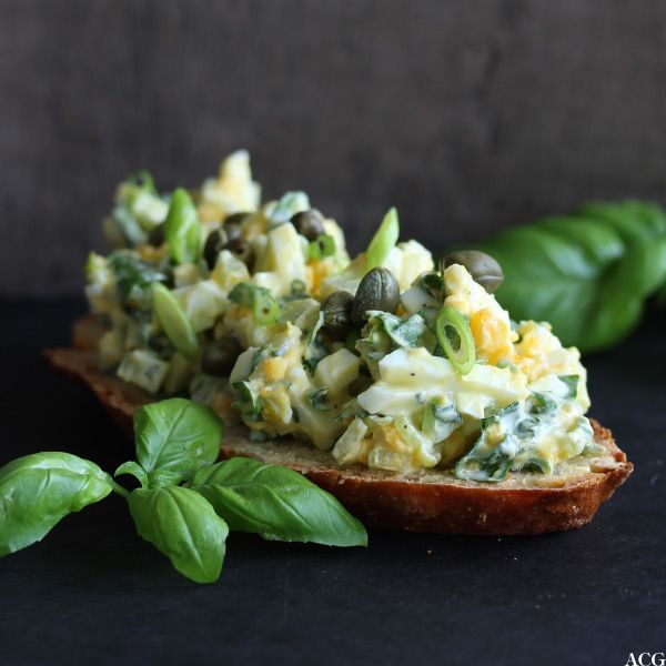 Eggesalat med spinat