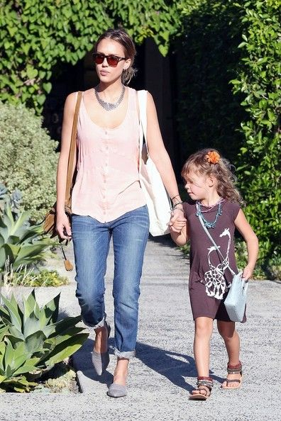 Jessica Alba Photos Photos - Actress Jessica Alba takes eldest daughter Honor Warren out for a beauty day in Los Angeles where the pair stopped in at the Andy LeCompte Salon in West Hollywood. - Jessica Alba Takes Honor to the Salon