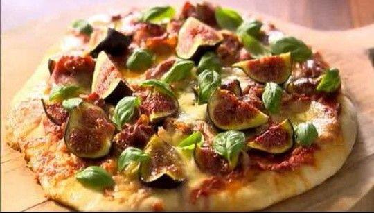 pizza de proschiuto e higos de Lorraine Pascale