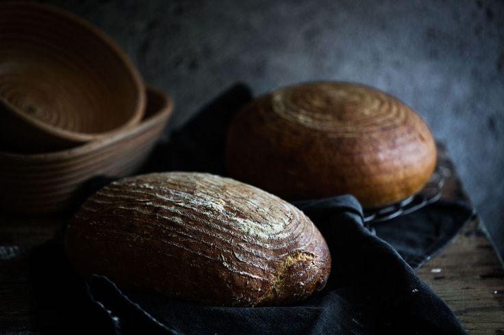 Jag älskar stenugnsbakat bröd som man bakar hemma. Det är både enkelt och roligt och dessutom otroligt gott! Det blir helt enkelt inte bättre!