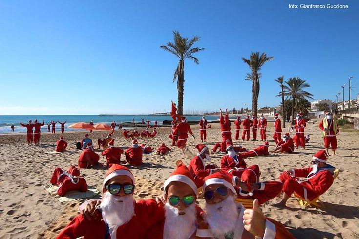 Attualità Ragusa - Babbi Natale in spiaggia a Marina di Ragusa - RagusaNews