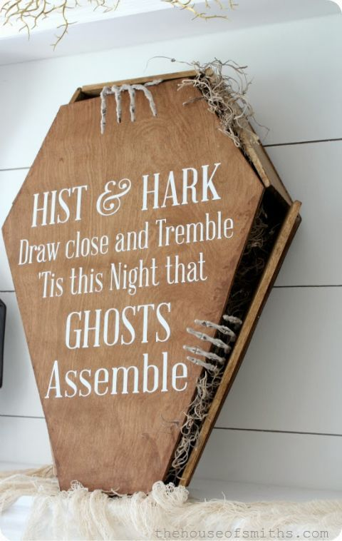 Toe Pincher Coffin Tutorial: DIY a wooden coffin with a hand-painted Halloween saying for maximum scare factor. Boney hands peaking out will add the final touch.