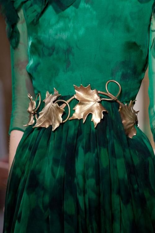 Gold leaf belt against an emerald green dress. #HelloGreen