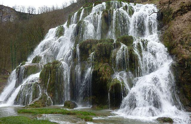 Tuffstein Wasserfall Baume les Messieurs, Wohnmobil-Reise in den Süden Frankreichs Baume les Messieurs #Wohnmobil #Reisen #Frankreich  #travelbloggerup40