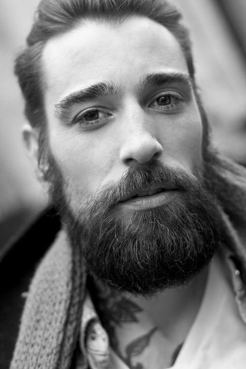 Mannen stretol baard datovania