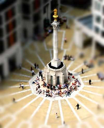 Click for tutorial on how to recreate a tilt-shift photo effect with Photoshop Elements. Not everyone has a fancy camera lens!