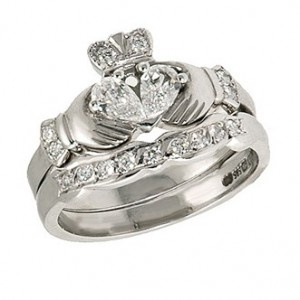 Irish engagement ring--  I don't normally pin these things, but I LOVE this! It would replace my current all gold Claddagh my grandmother gave me. This is my ideal engagement ring! I love it!
