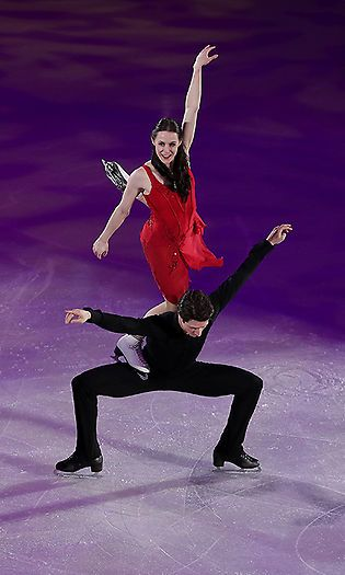 The stunning routine is one that the duo performed last year just weeks after the Canadian icon succumbed to his cancer. The couple, who have stolen the hearts of Canadians, had fans in a tizzy throughout their dance, with many rushing to speculate on the sweet nothing that Scott whispered to Tessa right before they began. Photo: © Getty Images