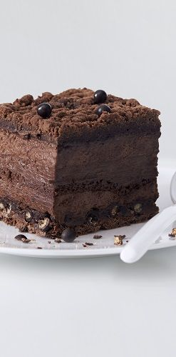 Biscuit chocolat, gianduja noir de République Dominicaine, perle chocolat croustillant, mousse et  streusel au chocolat.  #LaGrandeEpicerie #Patisserie #Pastry #food #sweet #gâteau #cake #LeCarreChocolat