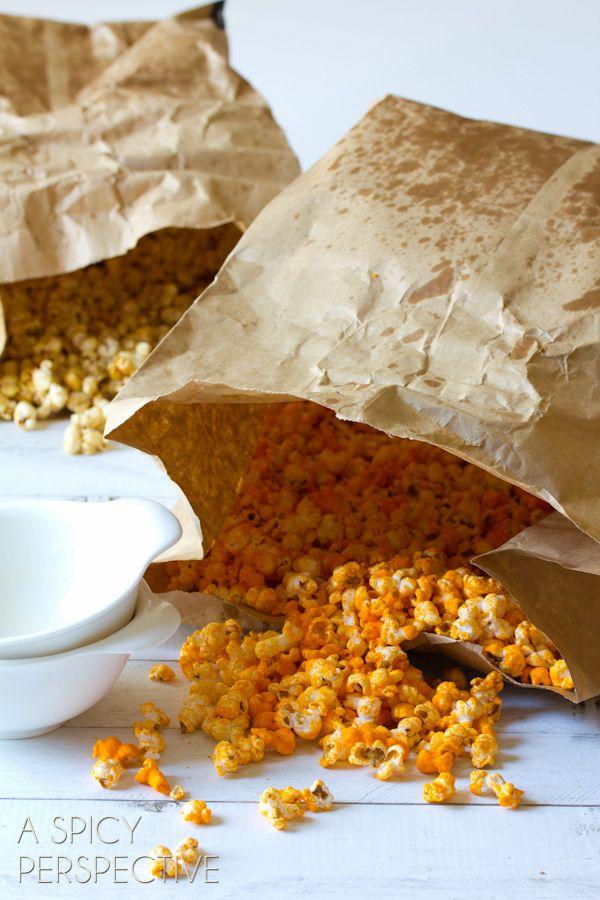 {Copycat} Garrett's Chicago Mix Popcorn Recipe via @Sommer | A Spicy Perspective