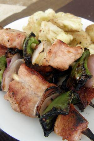 17 recetas de brochetas a la parrilla: Brochetas de cerdo con morrón y cebolla