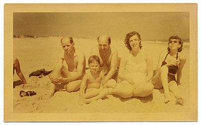Citation: Jackson Pollock, Clement Greenberg, Helen Frankenthaler, Lee Krasner and an unidentified child at the beach, 1952 July / unidentified photographer. Jackson Pollock and Lee Krasner papers, Archives of American Art, Smithsonian Institution.