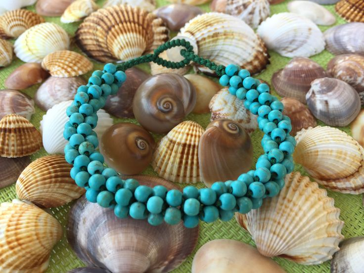 Bracelet turquoise.