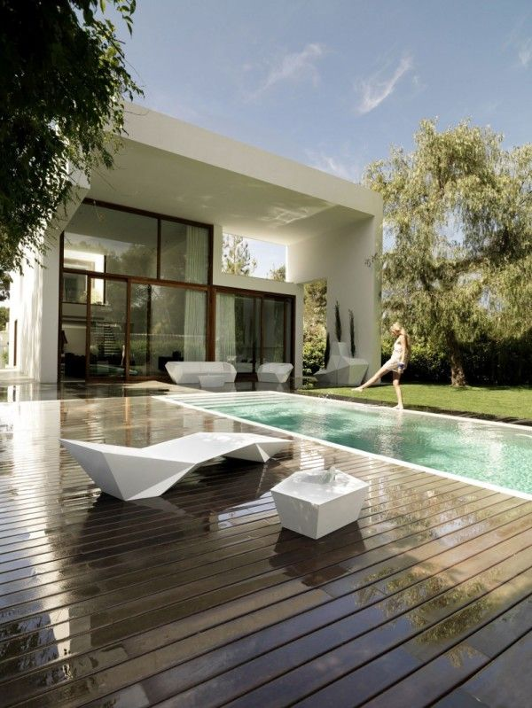 Luxury Swimming Pool from Contemporary Family House Design with Geometry Concept in Valencia Spain 600x799 Contemporary Family House Design with Geometry Concept in Valencia, Spain