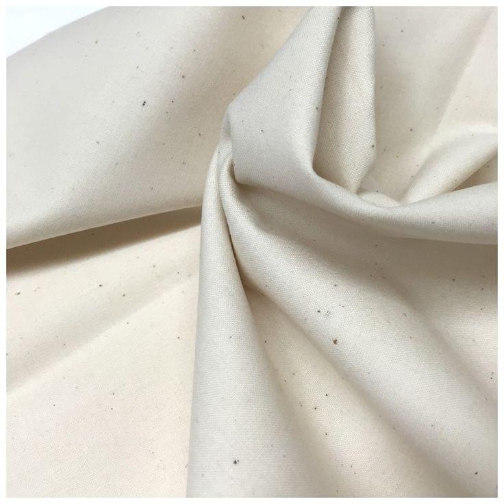 Einfarbig gefärbt ecruBaumwolle. 100% Baumwolle Breite 110/112 cm Maschinenwäsche bei 30°C mit ähnlichen Farben Nicht trocken reinigen Nicht bleichen Einweichen vor dem ersten Einsatz Verkäuflich in Tranchen von 10 cm (Min. 50cm). Beispiel: Geben Sie 5 für 50cm, 8 für 80 cm, 10 für 1 m, etc...