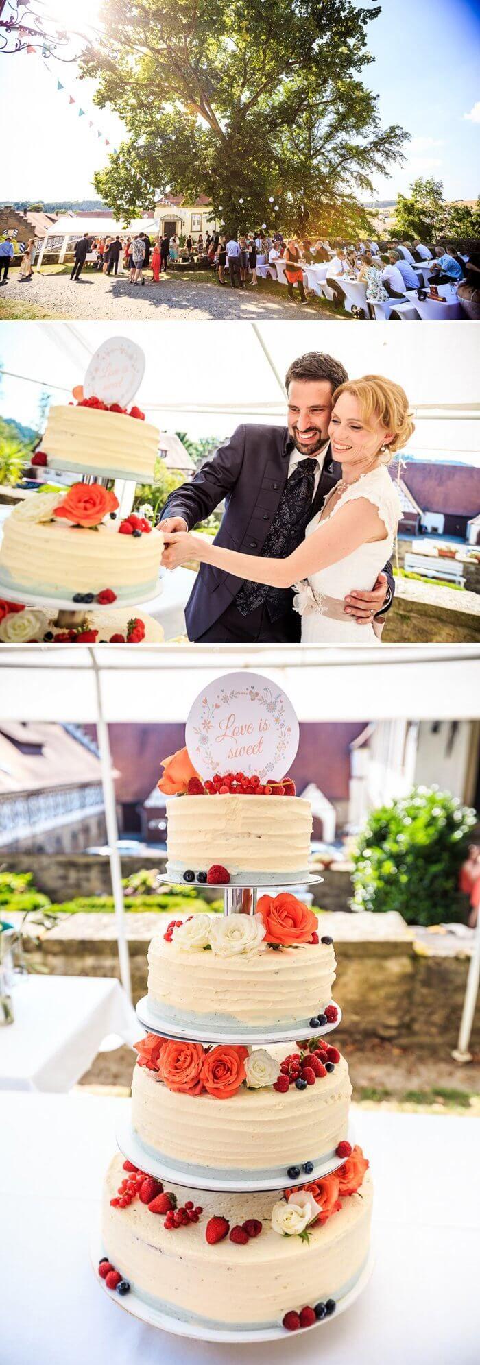 Die 2-stöckige Etagere-Hochzeitstorte sieht wirklich zum Anbeißen aus. Die frischen Früchte bringen einen saftigen Ausgleich zur reichhaltigen Buttercreme. I © Matt Stark