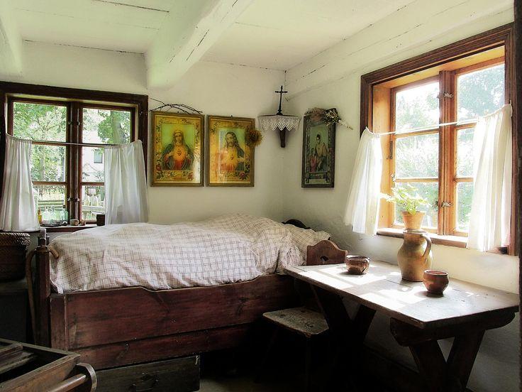 Very rich peasant hut by Grzegorz Adamski on 500px