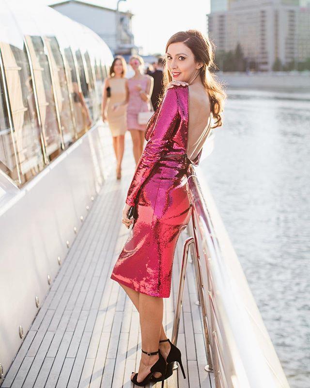 По этикету каблуки на яхте не приветствуются. Но торжественный повод  ужин Chopard на яхте с поэтичным названием Бьюти  буквально обязывал сделать исключение из правил. И гостьи с готовностью вознеслись на высоту! По активной ссылке в профиле - топ-10 звездных нарядов!  via INSTYLE RUSSIA MAGAZINE OFFICIAL INSTAGRAM - Fashion Campaigns  Haute Couture  Advertising  Editorial Photography  Magazine Cover Designs  Supermodels  Runway Models