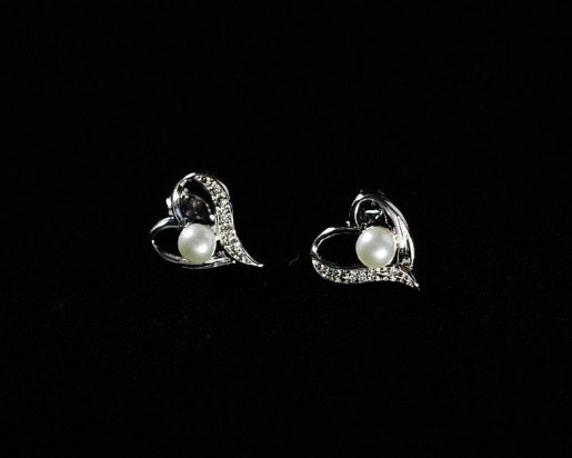 So cute! Sterling silver heart studs with pearls and cz. - www.silverfx.ca - I want!!!