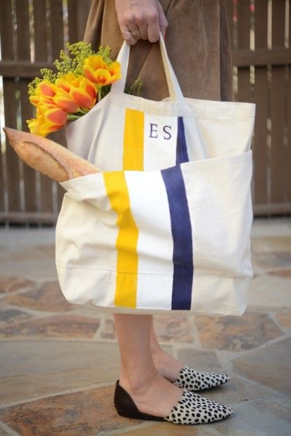Make a monogrammed tote that the hostess can use again and again after the party ends! For an extra treat, fill it with snacks and fresh flowers.  Image: Cupcakes & Cashmere