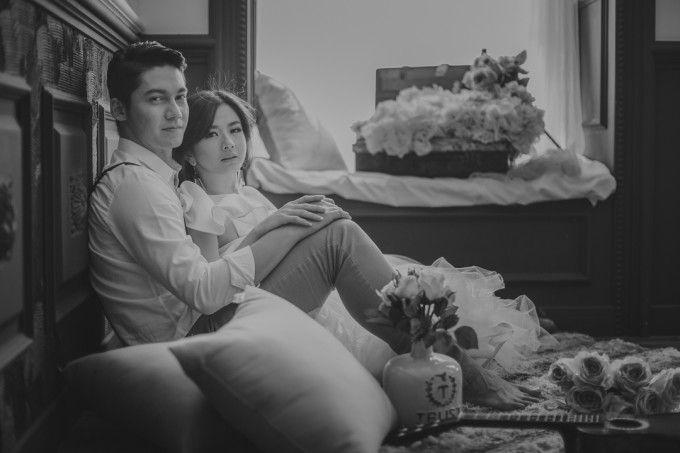 Black & white engagement photoshoot | Samuel Zylgwyn And Franda's Romantic Pre-Wedding Shoot | http://www.bridestory.com/blog/samuel-zylgwyn-and-frandas-romantic-pre-wedding-shoot