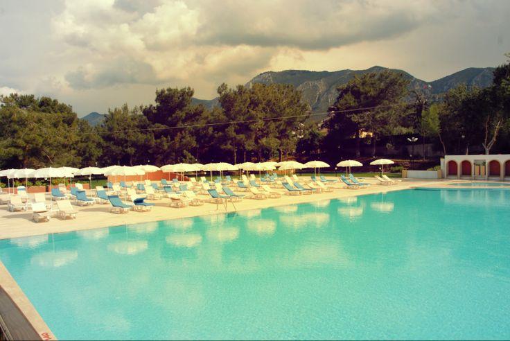Rezervasyona Gerek Yok!. Öğrenciler, Aileler Kıbrıs'ın En İyi Havuzundan Yararlanmak İsteyen Herkese Kapılarımız Sonuna Kadar Açık.   Gün Boyu Sadece 15 TL'ye Havuzumuzdan Yararlanabilirsiniz. Üstelik 1 Meşbrubat Ücretsiz. http://www.buyukanadolugirne.com/