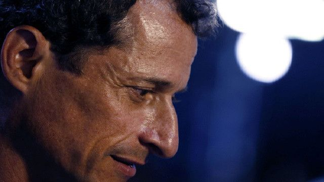 New Emails In Hillary Clinton Case Came From Anthony Weiner's Sexting Investigation - https://viralfeels.com/new-emails-in-hillary-clinton-case-came-from-anthony-weiners-sexting-investigation/
