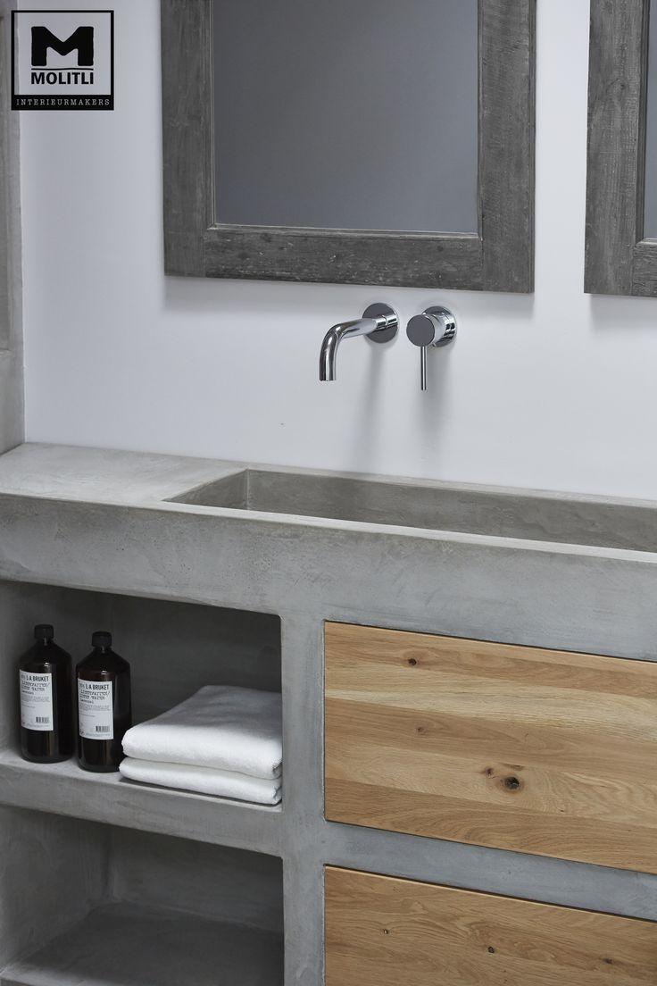 Door ons gemaakte betonlook badkamer met betonstuc en hout…