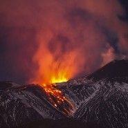 》Den natürlichen Klimasündern auf der Spur: Vulkane stoßen große Mengen an Schwefeldioxid aus –  und das nicht nur wenn sie ausbrechen. Satellitendaten zeigen nun, welche Vulkane dabei am aktivsten sind. An den Klimasünder 'Mensch' kommen sie trotzdem nicht heran.《