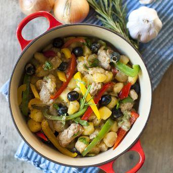 Dit stoofpotje van kip en krieltjes met Original Spices Al Andalus kun je aanvullen met groenten naar eigen smaak; bijvoorbeeld paprika, broccoli, peultjes, sugar snaps of courgette.