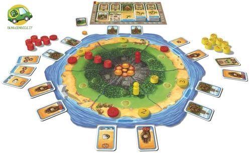 Stromboli è un gioco da due giocatori, i quali impersoneranno gli abitanti dell'isola di Stromboli che da sempre hanno dovuto combattere contro il vulcano.Il gioco si basa sul piazzamento di dischetti numerati che permetono di compiere azioni ed influenzare quelle dell'avversario.Le regole sono semplici da apprendere e la pianificazione strategica adottata è quella a medio/lungo termine, che dovrà comunque sempre tenere conto della presenza di Stromboli. 2 gioc, 40min, +12anni
