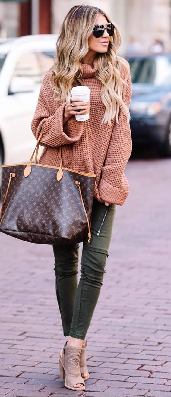 what to wear with a knit sweater : bag + skinnies + heels