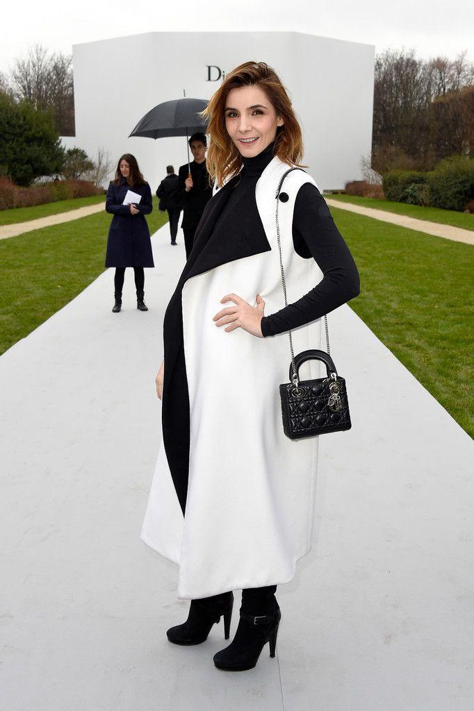 En présence de la princesse Clotilde de Savoie, madame Tatiana Casiraghi et la Princesse Elisabeth Von Thurn und Taxis, le défilé Christian Dior haute couture Printemps/Été 2015
