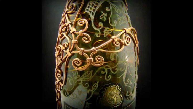 O sticla de vin  acoperita cu sarma de arama are prinsa pe ea intre 160 si 550 de nituri .Fiecare nit de arama este executat manual , respectiv batut pe rand fiecare cu ciocanul direct pe sticla cu vin, imbinand modelele unice din sarma de cupru. Mai multe creatii in cupru ,alama, otel inoxidabil sau sticla gravata gasiti pe site-ul de prezentare: http://hadarugart.weebly.com/