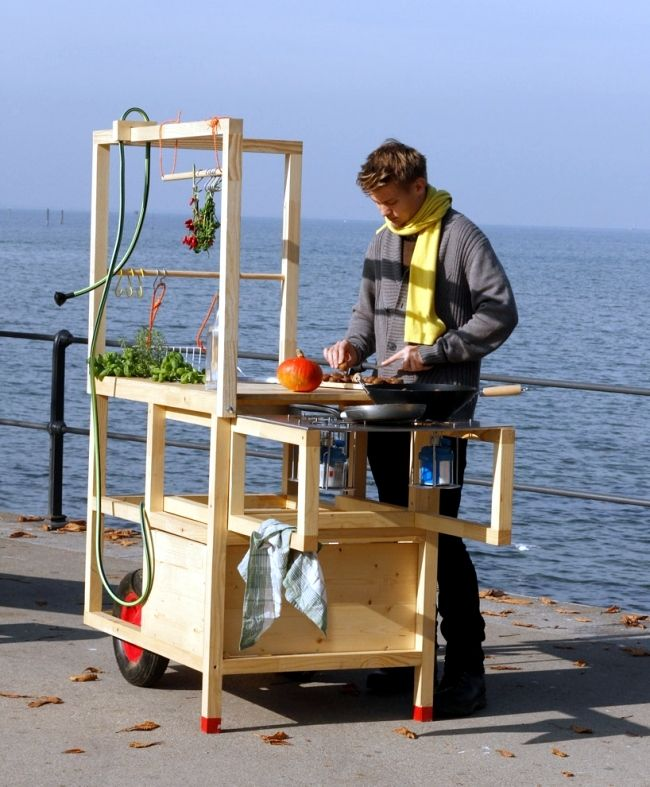 Mobile kitchen of Chmara.Rosinke brings a new style of living with it