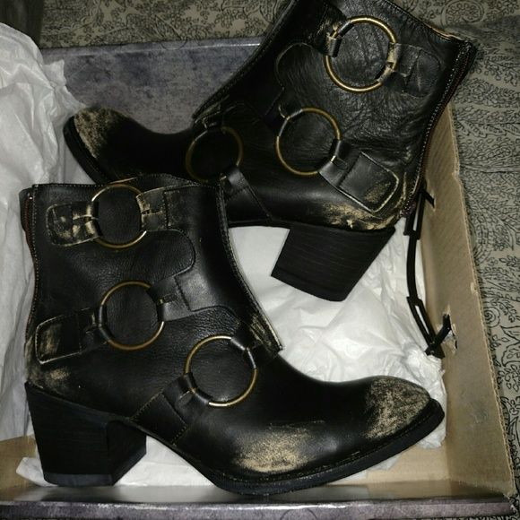 Old Gringo boots ..OG Absolutely perfect and heavily distressed.. Worn one time last winter ...actually had forgotten I had these but here they are ! Fabulous .... OG  Shoes Combat & Moto Boots