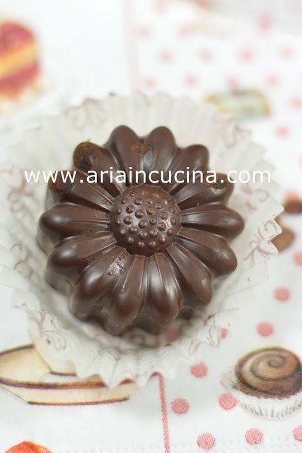 Cioccolatini ripieni di panettone e liquore