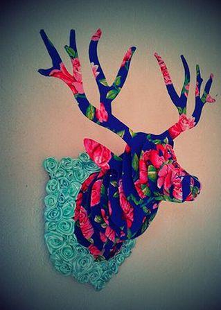 """Mario Peláez es un artista visual mexicano que crea """"trofeos"""" con forma de animal. En agosto de 2012, la obra de Peláez se expuso junto con la de más de 70 artistas mexicanos en la exhibición Garage Art. - See more at: http://culturacolectiva.com/mario-pelaez-arte-objeto/#sthash.ypYyqzKv.dpuf"""