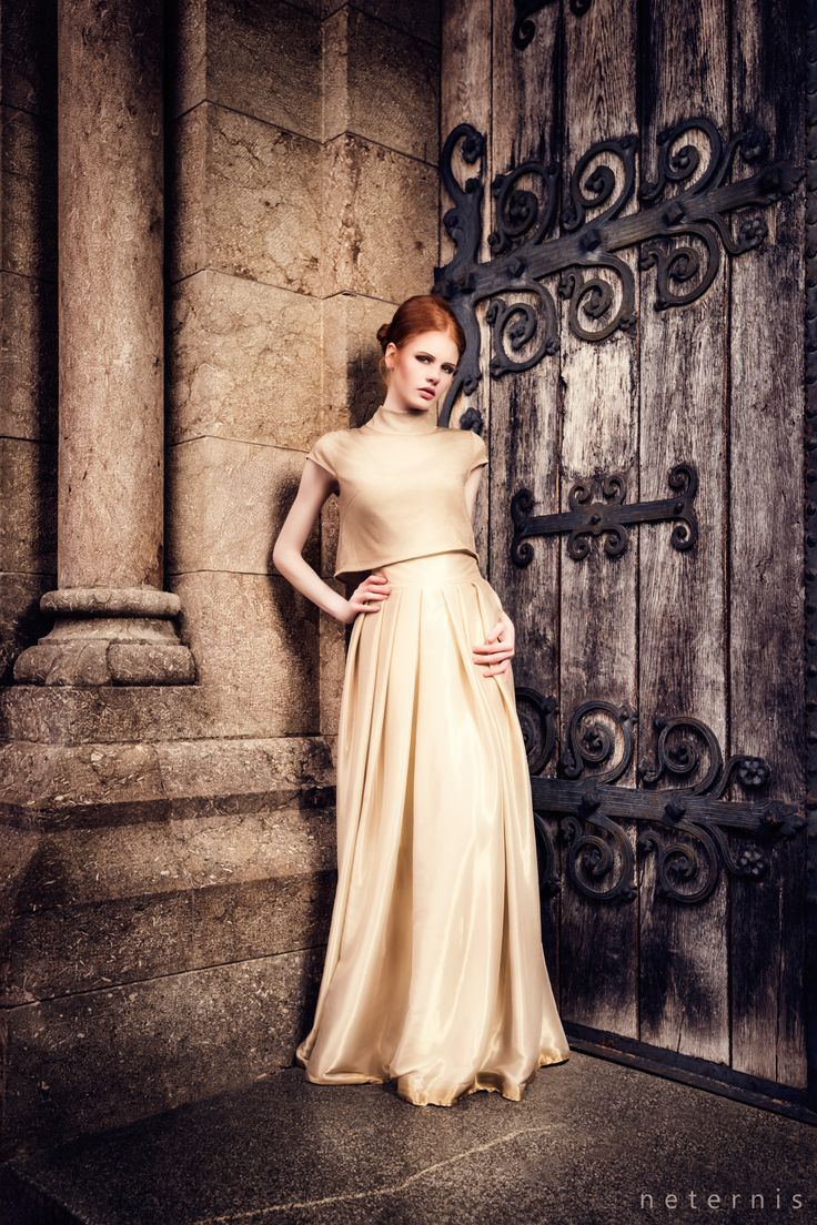 IOSOY BARBARA WEIGAND Modern und schick zugleich! Eine große Auswahl an Kleidern und mehr von der Designerin aus München, gibt es bei uns zu finden. https://www.marryjim.com/en/iosoy-barbara-weigand/designer-wedding-dresses/id173  SERIE GOLD  PHOTO: Neternis Photography www.neternis.com  MODEL: Sarah Ramelsberger  H/M Make-up Artist: Melanie Huber #hochzeit #wedding #eveningdress #abendkleider #schick #modern #pretty #edel