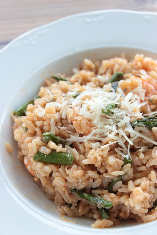 Risotto de espárragos verdes y langostinos Pasta, Fried Rice, Fries, Ethnic Recipes, Food, Grated Cheese, Appetizers, Meals, Funny Food