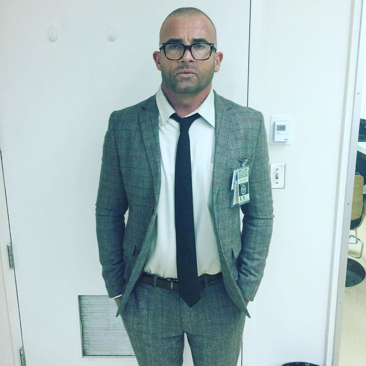 Dominic Purcell like a nerd