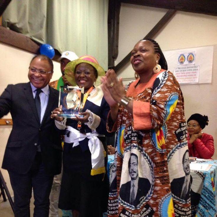 La camarade Emma Ako?o épouse Mbene présidente de la sous-section rdpc Nice-côte d?azur est la lauréate du trophée de meilleur militant rdpc de France 201